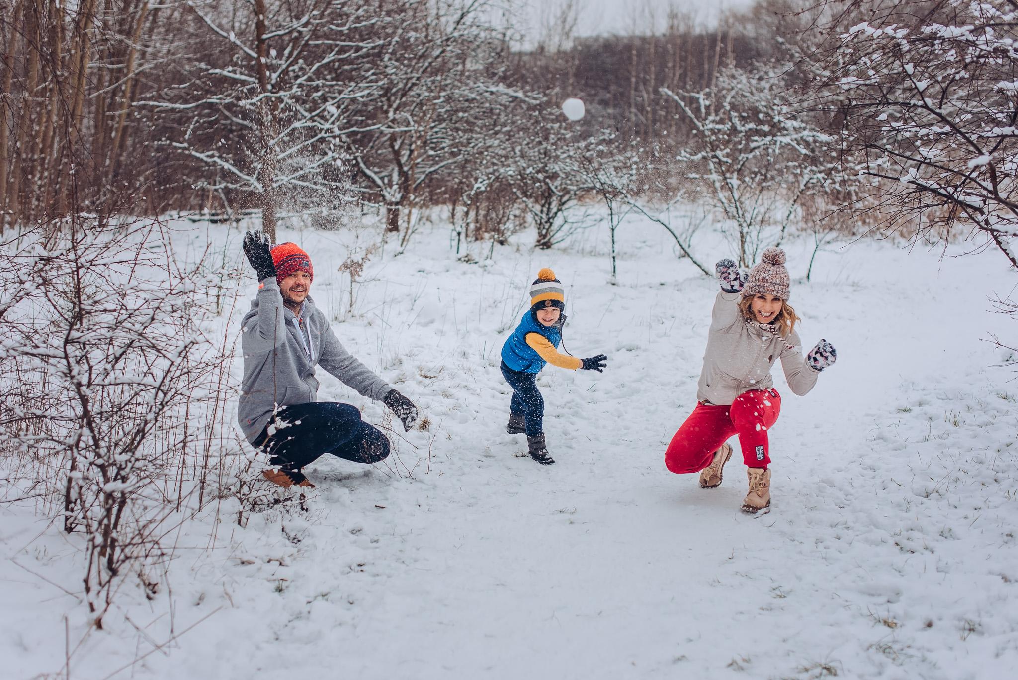 rodzinne radosne kadry w plenerze zima warszawa wilanow konstancin