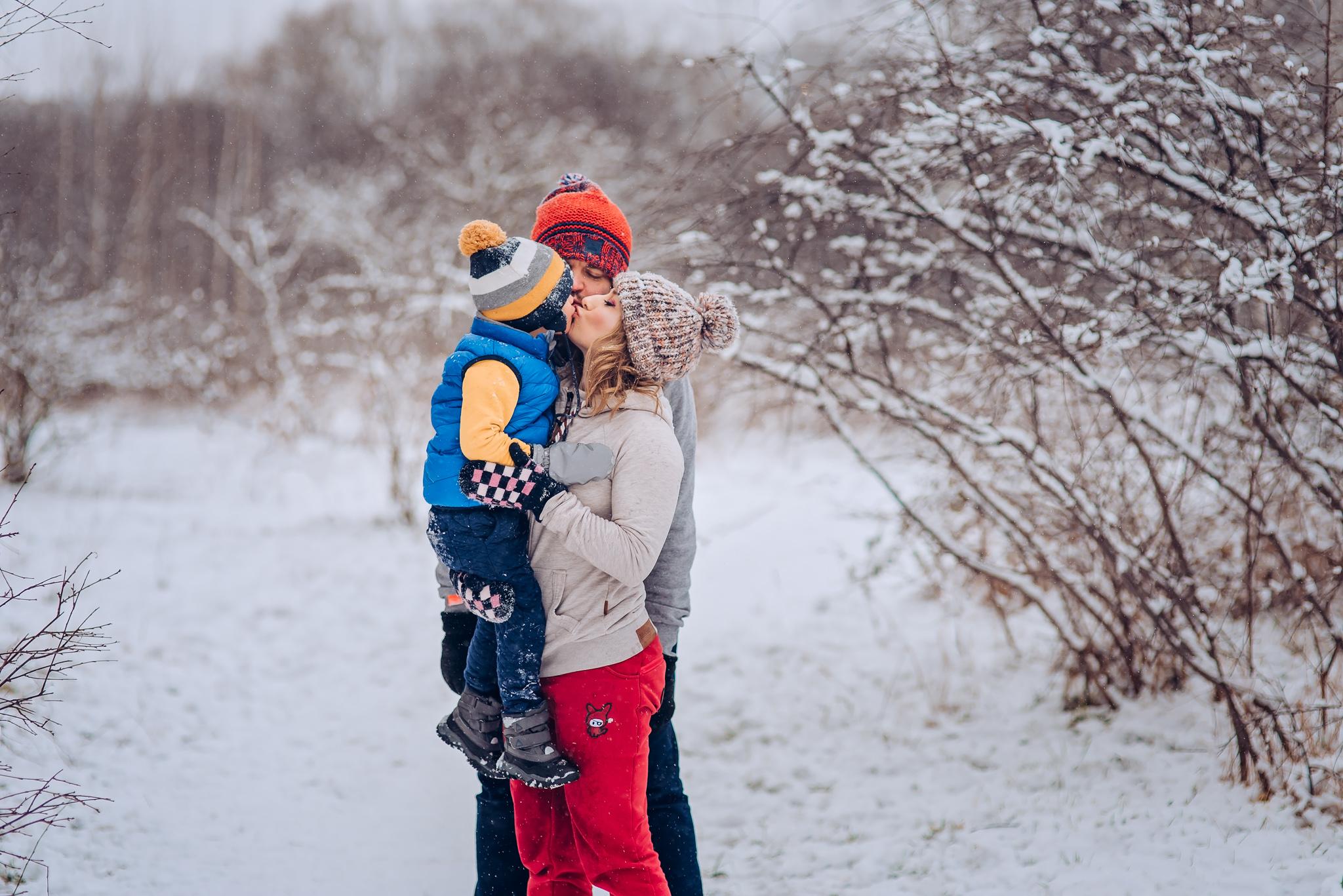 zimowa radosna sesja rodzinna warszawa wilanow