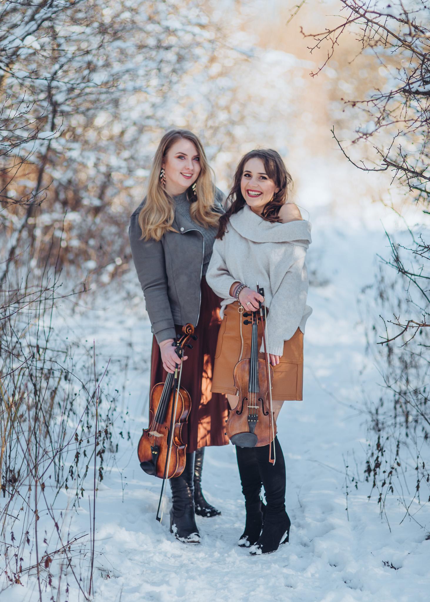 skrzypce fotografia w plenerze zimą