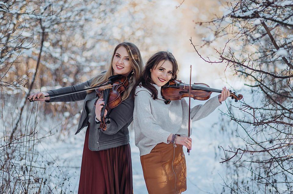 Zimowa sesja portretowa ze skrzypcami