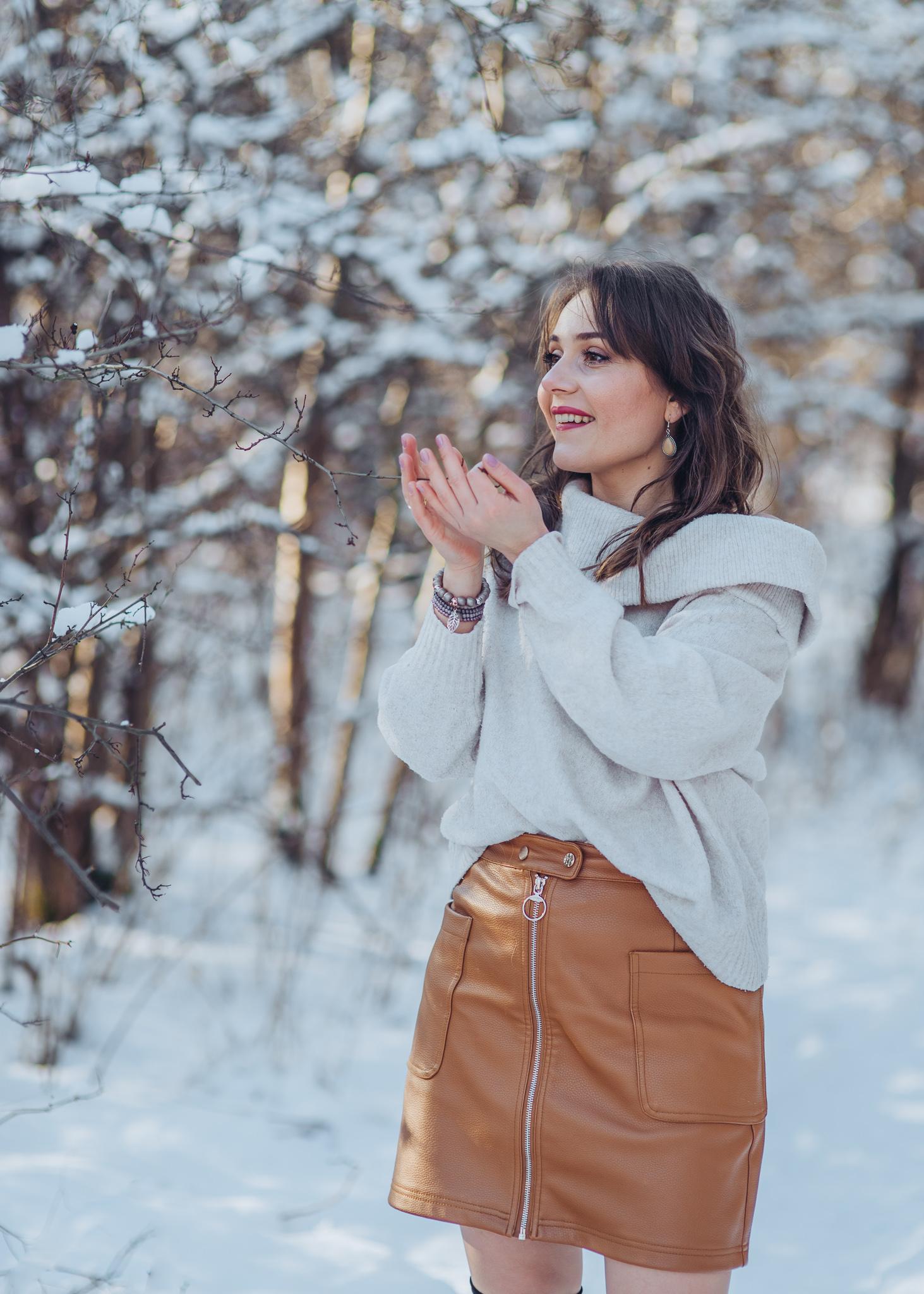zimowa sesja w śniegu portret kobiecy warszawa