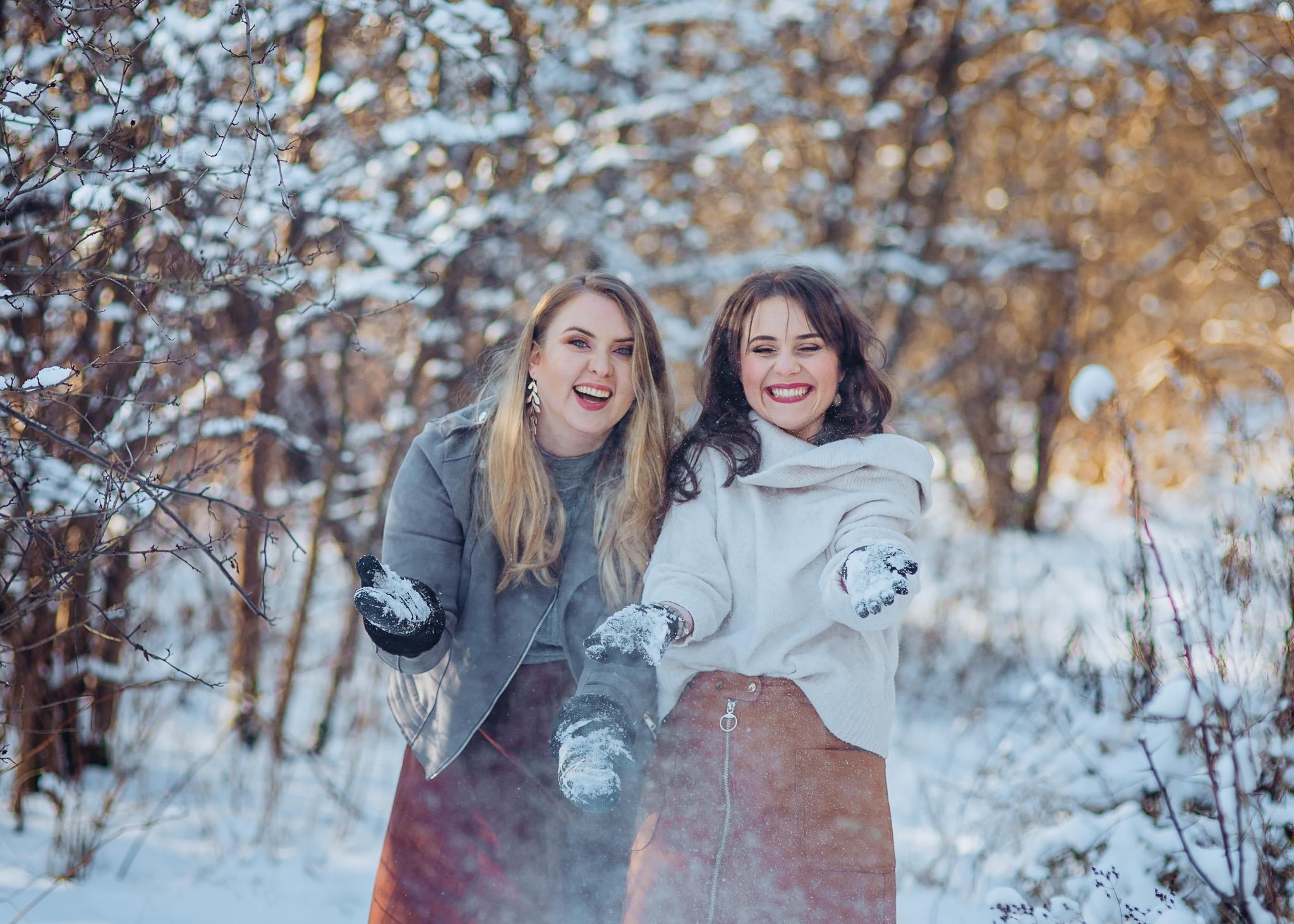 sesja fotograficzna przyjaciółek zimą
