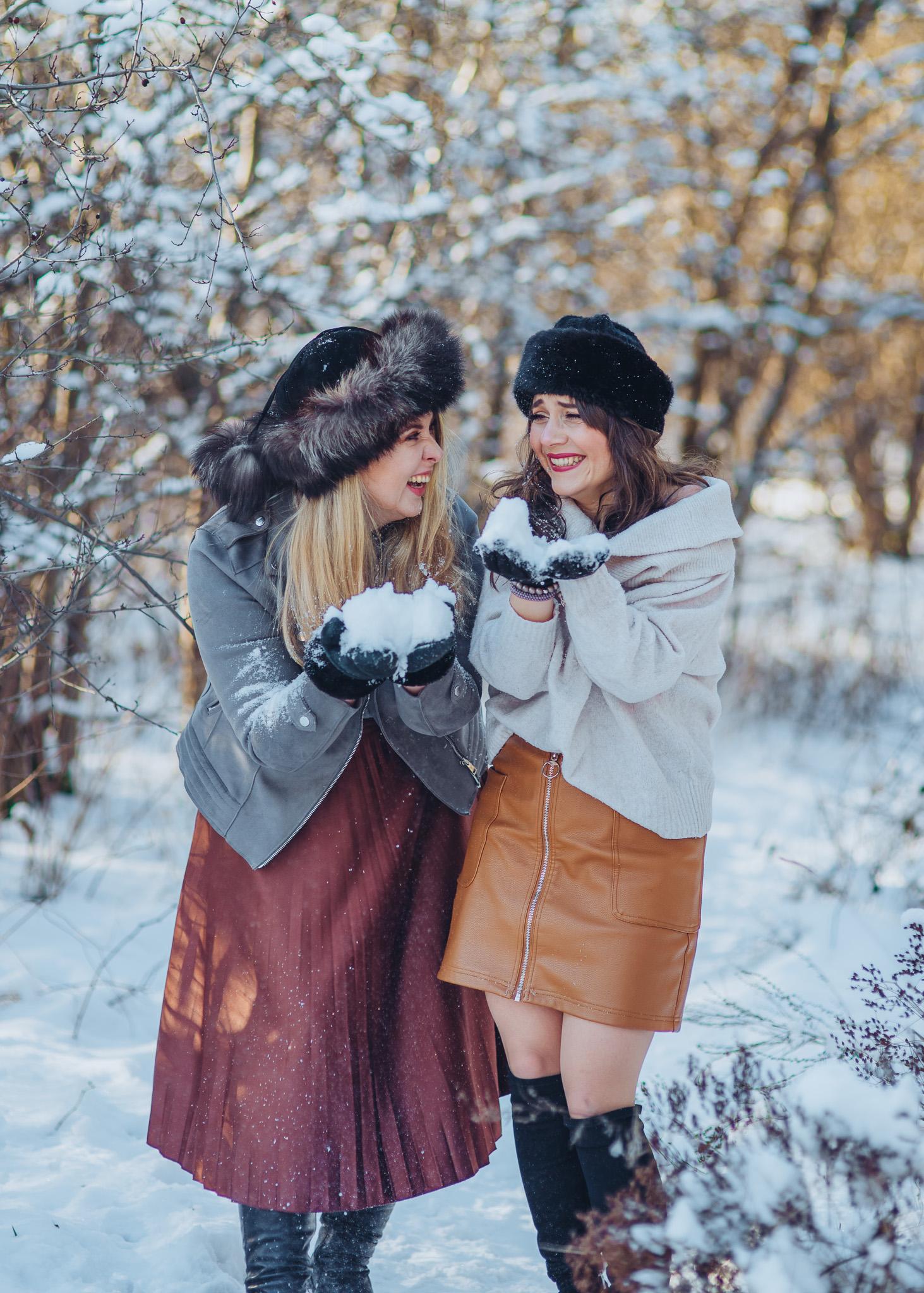 zimowa sesja przyjaciółek w śniegu warszawa piaseczno konstancin wilanow