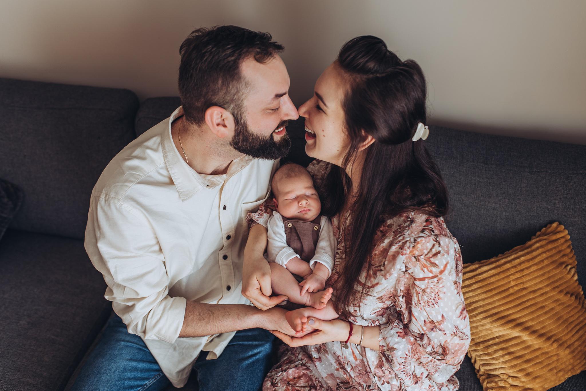 domowe rodzinne zdjęcia z noworodkiem warszawa konstancin piaseczno
