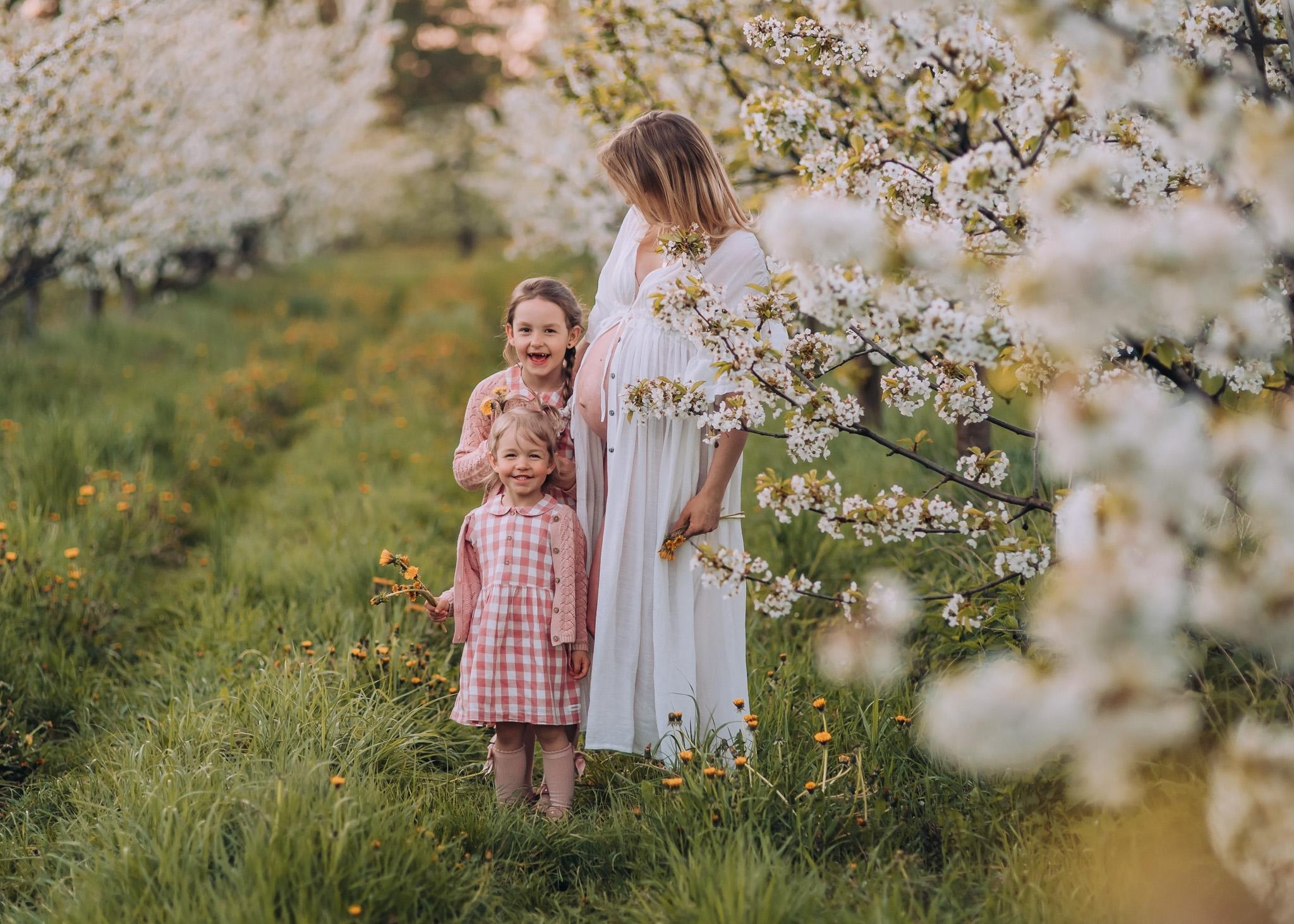 sesja rodzinna mamy z córeczkami wiosna w plenerze warszawa konstancin lesznowola